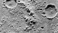 ما سبب وجود الفوهات على سطح القمر