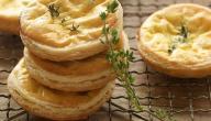 طريقة المعجنات بالجبنة والزعتر