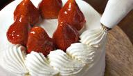 طرق تزيين الكيك بالكريمة والفواكه