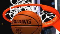 كم عدد لاعبي كرة السلة في الملعب