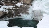 لماذا كثافة الجليد أقل من الماء