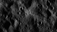 بماذا يتميز سطح القمر