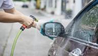 طريقة تنظيف زجاج السيارة