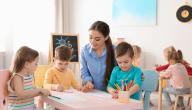 كيفية تعامل المعلمة مع أطفال الروضة