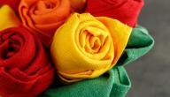 طريقة طي المناديل الورقية على شكل وردة