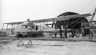 أول من صنع الطائرة
