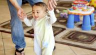 متى يبدأ الطفل بالكلام والمشي