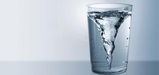 فوائد شرب الماء الفاتر
