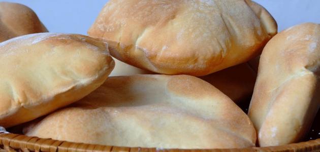 عمل الخبز العربي