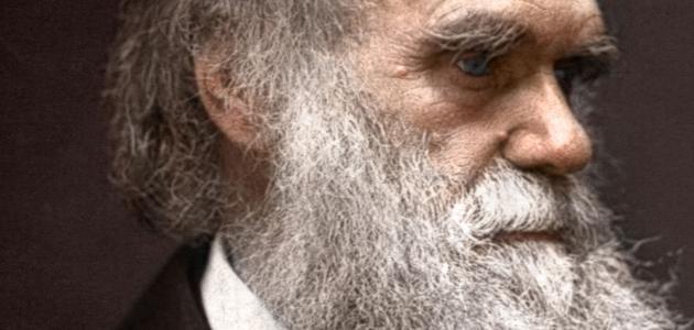 من هو داروين
