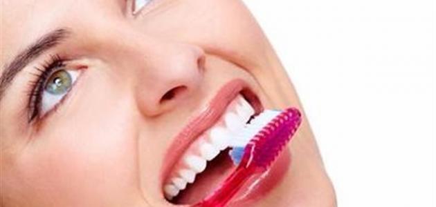 كيفية التخلص من رائحة الفم الكريهة عند الاستيقاظ من النوم