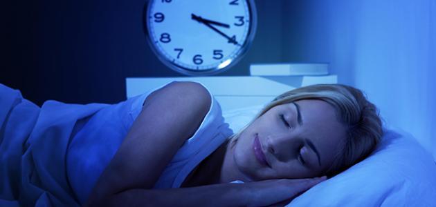 فوائد النوم ليلاً