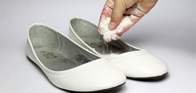 كيفية التخلص من رائحة الحذاء