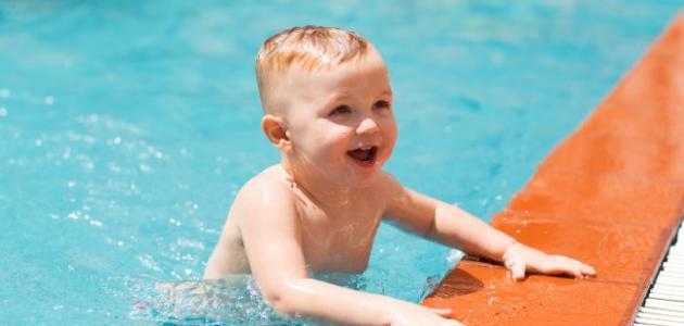 تعليم السباحة للأطفال