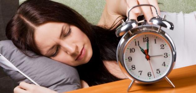 عدد الساعات التي يحتاجها الإنسان للنوم