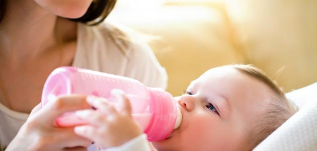 تغذية الطفل في الشهر الثالث