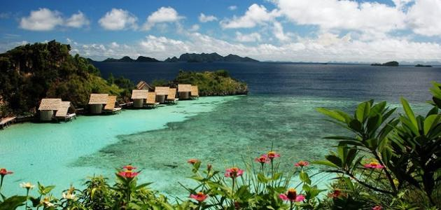 كم جزيرة في إندونيسيا