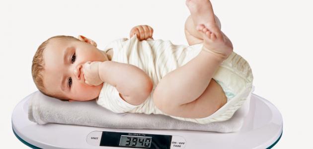كم وزن الطفل في الشهر الرابع
