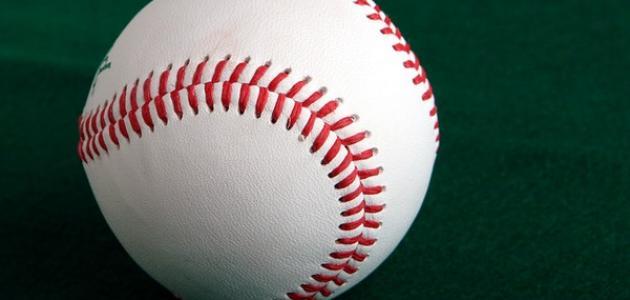 كم عدد لاعبي البيسبول