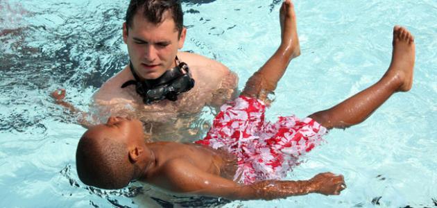 طريقة تعليم السباحة