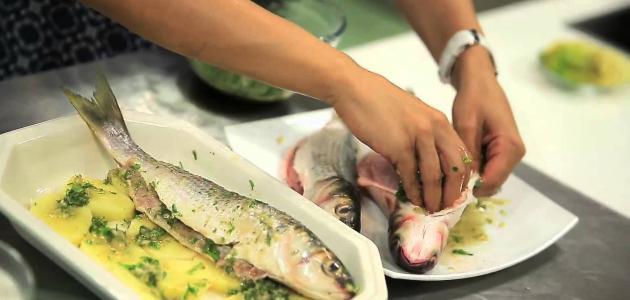طريقة عمل السمك بالزيت والليمون