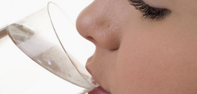 فوائد شرب الماء الدافئ صباحاً