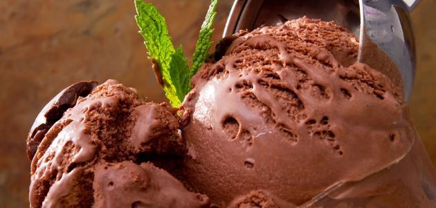 طريقة عمل آيس كريم بالشوكولاتة