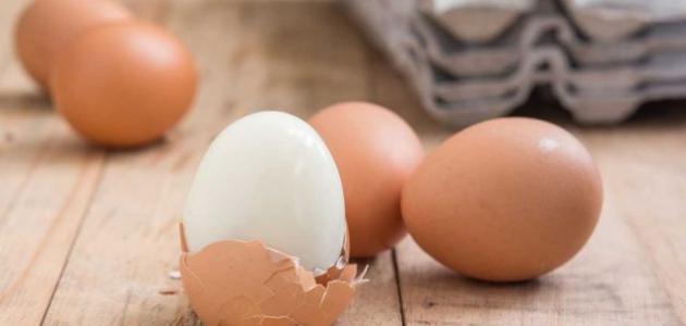 طريقة تقشير البيض المسلوق