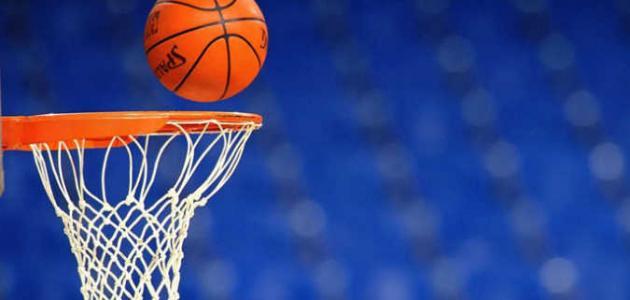 كم عدد فريق كرة السلة