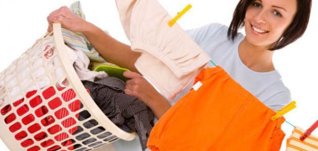 طريقة إزالة البقع من الملابس الملونة