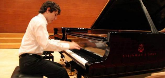 أفضل عازف بيانو