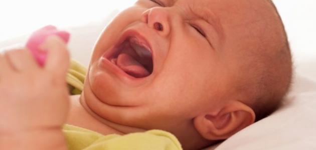 أسباب بكاء الأطفال أثناء النوم