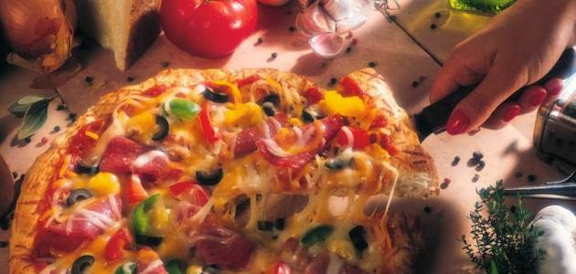كيف تصنع بيتزا في المنزل