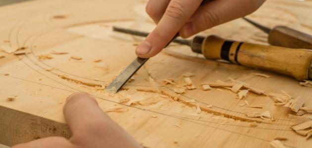 أدوات النحت على الخشب موضوع
