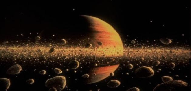 كم عدد أقمار كوكب زحل