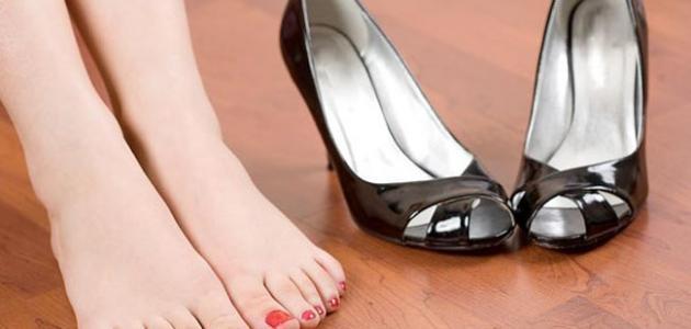 طريقة التخلص من رائحة الحذاء