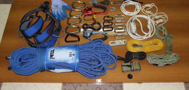 أدوات تسلق الجبال