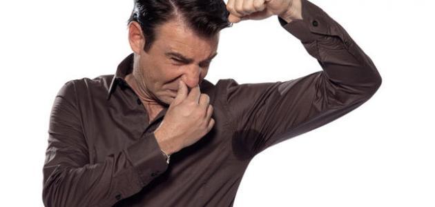 كيفية التخلص من رائحة العرق تحت الإبط