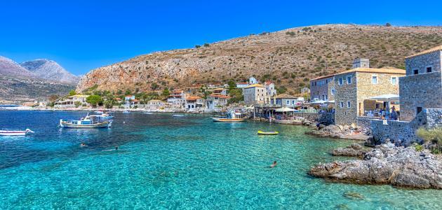 جزيرة يونانية في المتوسط