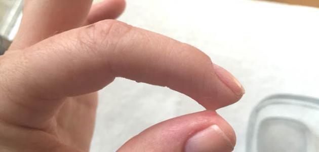 كيفية إزالة السوبر جلو من اليد