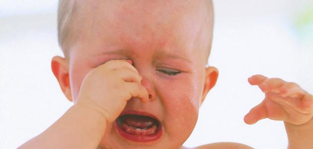 ما سبب بكاء الطفل المستمر