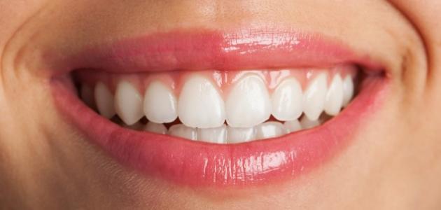 كيفية تبييض الأسنان بطرق طبيعية