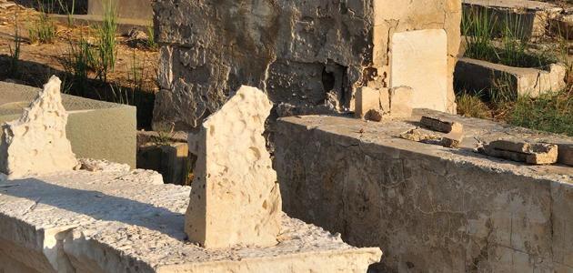 كيف اكتشف الإنسان طريقة دفن الميت