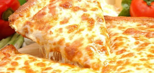 عمل البيتزا بالجبن