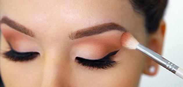 كيفية وضع ظلال العيون