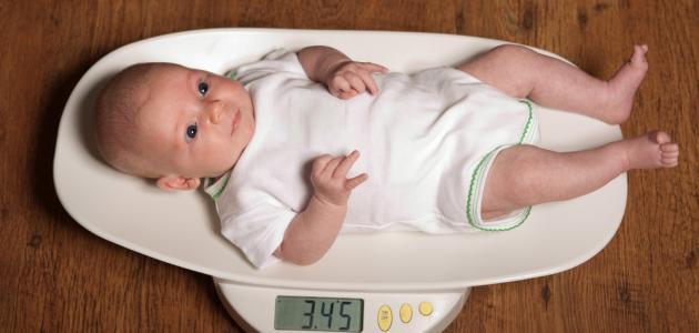 كم وزن الطفل في الشهر الثاني