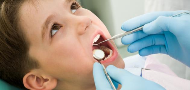 كم يبلغ عدد الأسنان اللبنية عند الأطفال