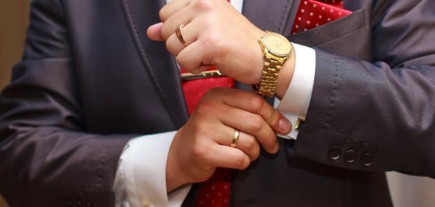 لماذا حرم على الرجال لبس الذهب؟