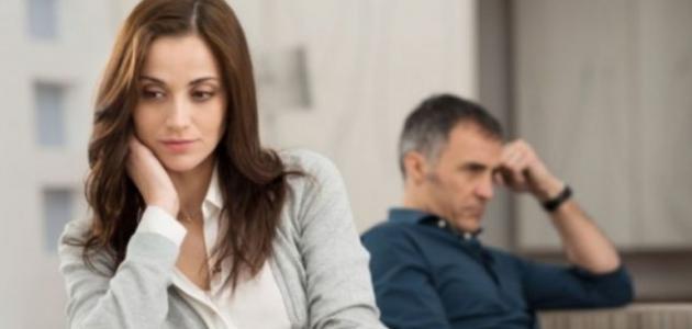 أسباب الغيرة عند النساء وحلولها