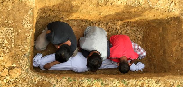 كيفية دفن الميت في الإسلام